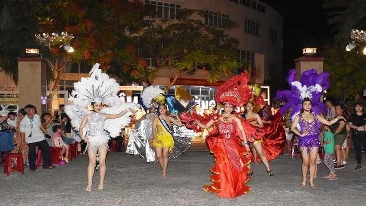 Fachschule für Kultur und Kunst in Danang eröffnet Straßen-Gala - ảnh 1