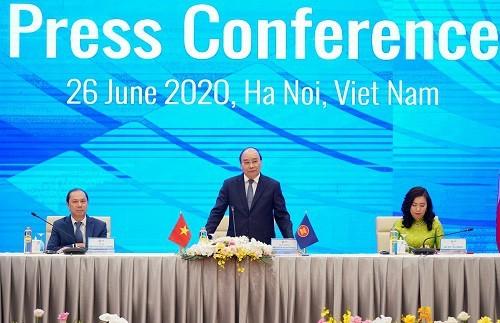 Pressekonferenz zum Ende der hochrangigen ASEAN-Konferenz - ảnh 1
