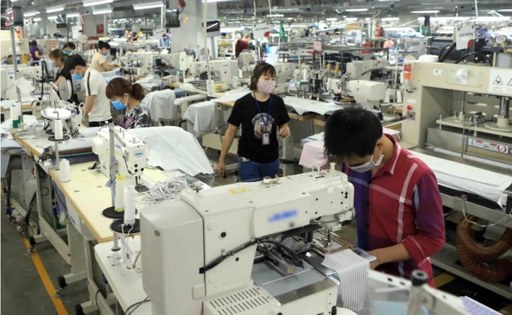 Vietnam gehört zu den Ländern in Asien, die die Produktion schnell wieder beleben - ảnh 1
