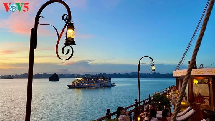 Halong-Bucht gehört zu den 50 schönsten Weltwundern - ảnh 9
