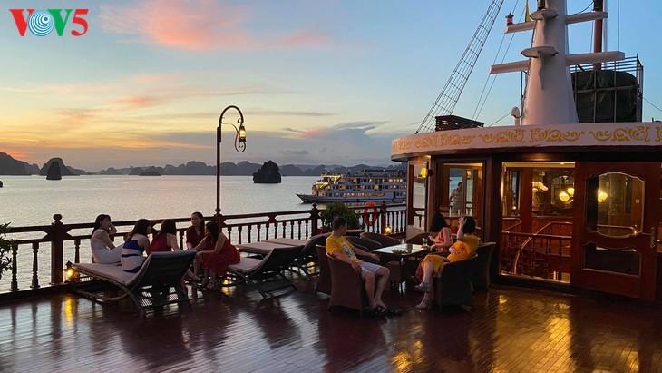 Halong-Bucht gehört zu den 50 schönsten Weltwundern - ảnh 8