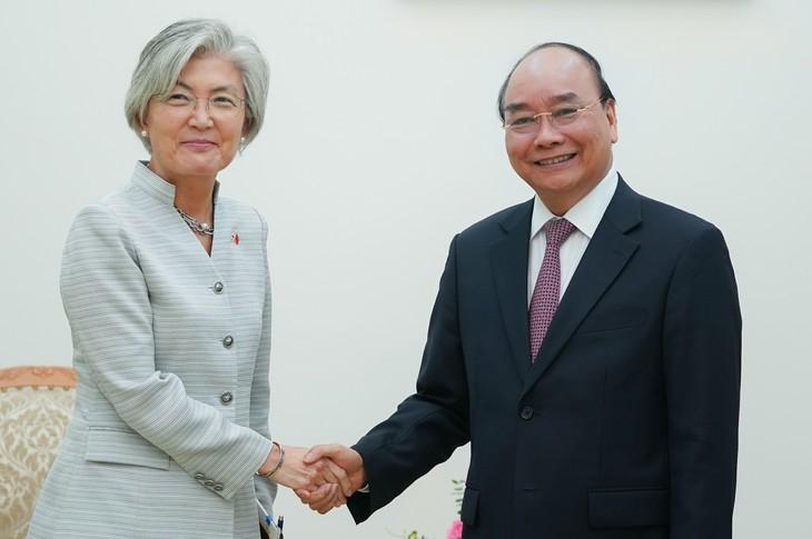 Vietnam und Südkorea wollen Handelsvolumen auf 100 Milliarden US-Dollar fördern - ảnh 1