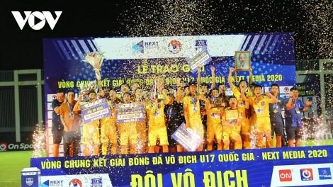 U17-Fußballklub Song Lam Nghe An gewinnt Meisterschaft - Next Media 2020 - ảnh 1