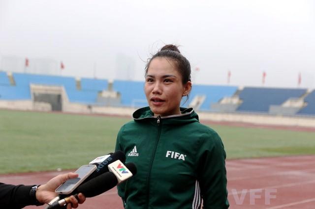 Vietnamesische Fußball Richterinnen können bei der Meisterschaft der Männer mitmachen - ảnh 1