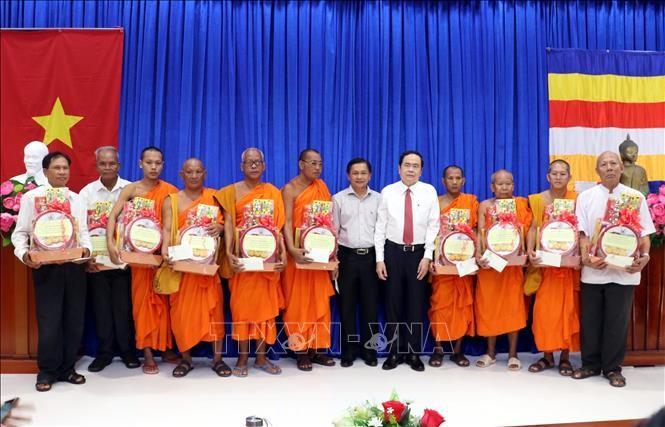 Vorsitzender der vaterländischen Front Vietnams beglückwünscht Khmer zum traditionellen Fest Chol Chnam Thmay - ảnh 1