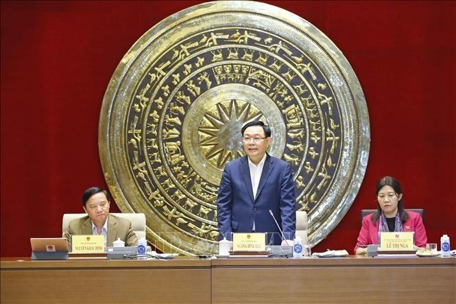 Parlamentspräsident Vuong Dinh Hue tagt mit Mitgliedern des Justizausschusses - ảnh 1