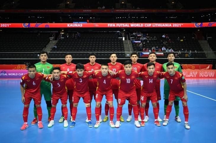 Vietnamesische Futsalmannschaft steht im Achtelfinal der Weltmeisterschaft 2021 in Litauen - ảnh 1