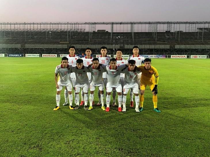 Freundschaftsspiel: Fußballmannschaft der U23 Vietnams gegen U23 Tadschikistan 1:1 - ảnh 1
