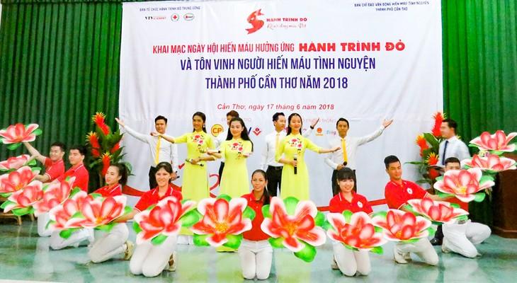 Can Tho 시,  72개의 대표적 자원 헌혈 단체 및 개인 표창 - ảnh 1