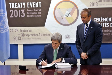 US becomes 91st country to sign Arms Trade Treaty - ảnh 1