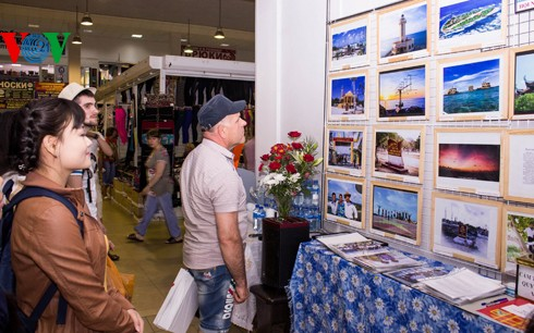 Photo exhibition on Vietnam's sea and islands held in Russia - ảnh 1