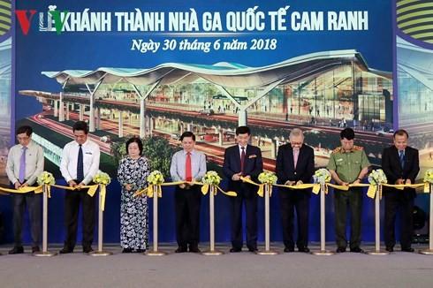 Inauguran la primera terminal de cuatro estrellas en aeropuerto internacional en Vietnam - ảnh 1