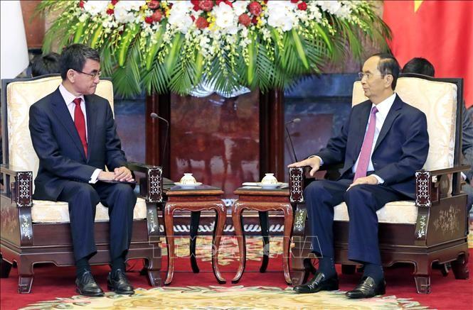 Presidente vietnamita recibe al canciller japonés - ảnh 1
