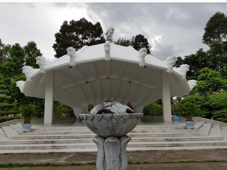 Visitan la zona de reliquias en homenaje al padre del presidente Ho Chi Minh - ảnh 2