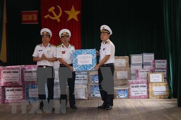 Entregan regalos de Tet a soldados en archipiélago vietnamita de Truong Sa - ảnh 1
