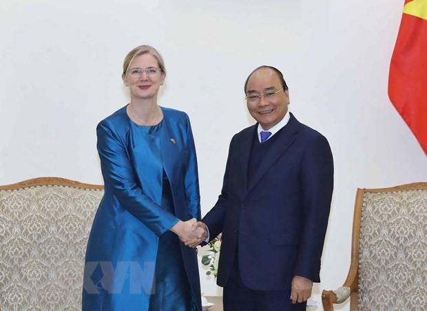 Premier vietnamita sostiene encuentros con embajadores de Suecia y Francia - ảnh 1