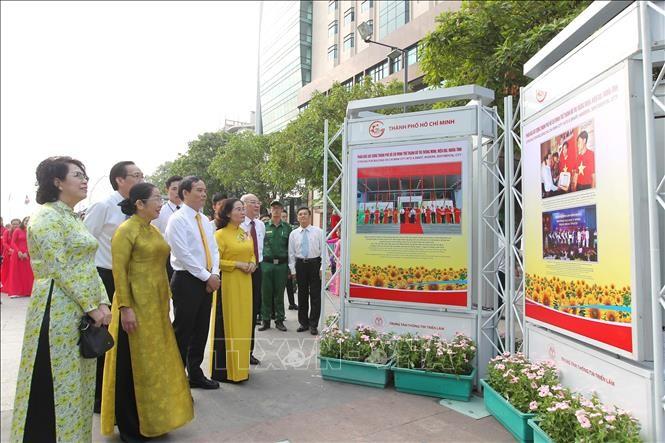 Exhibición fotográfica por 90 aniversario del Partido Comunista de Vietnam - ảnh 1
