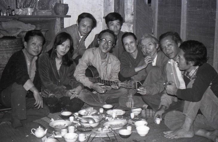 Inauguran exposición fotográfica sobre figuras vietnamitas del período 1975-1995 - ảnh 1