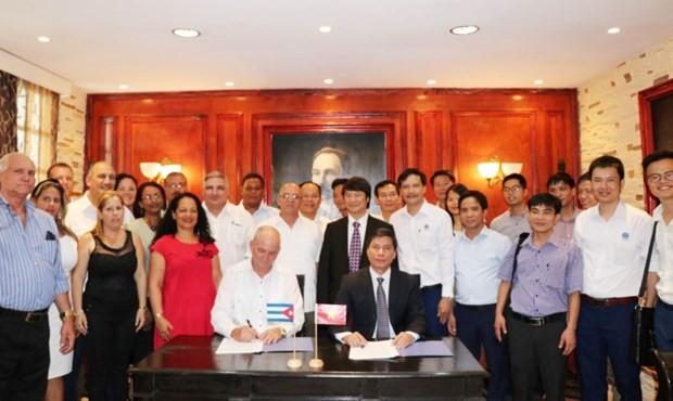 Presidente de Cuba afirma facilitar las inversiones vietnamitas - ảnh 1