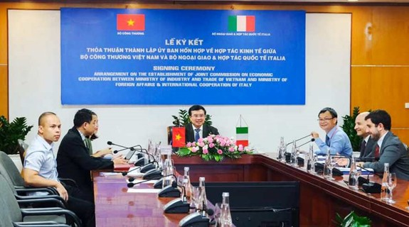Forman Comisión Conjunta sobre Cooperación Económica Vietnam-Italia - ảnh 1
