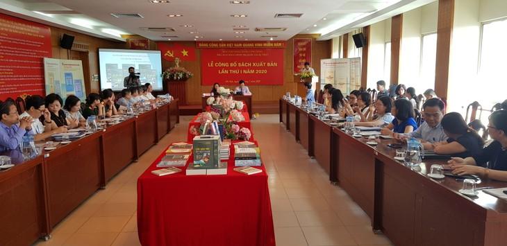 Exponen publicaciones sobre el presidente Ho Chi Minh en ocasión del Día de la Independencia de Vietnam - ảnh 1