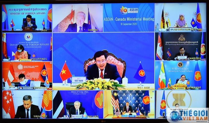Expertos canadienses valoran altamente el papel de Vietnam como presidente de la Asean - ảnh 1