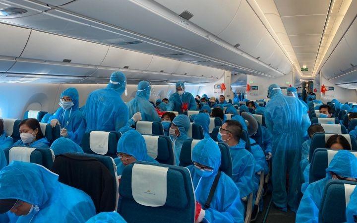 Repatrian a más de 340 ciudadanos vietnamitas desde Alemania y Rumania - ảnh 1