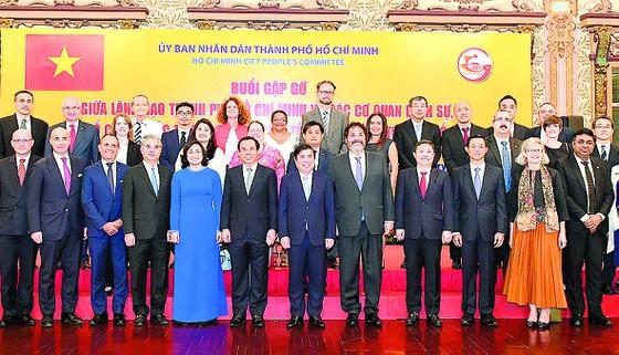 Ciudad Ho Chi Minh fortalece la cooperación con socios extranjeros - ảnh 1