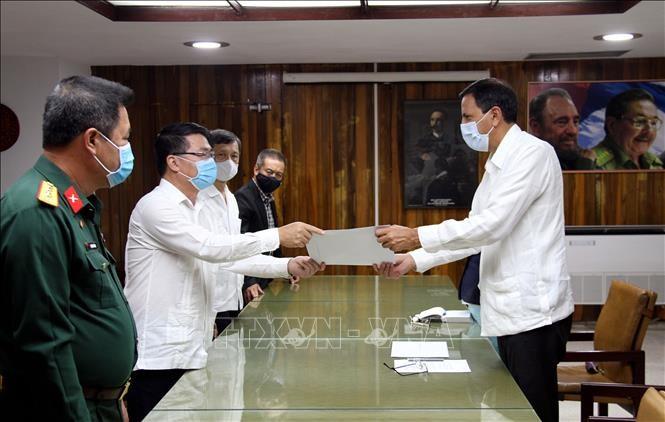 Partido Comunista de Vietnam envía mensaje de felicitación y obsequio a su similar de Cuba - ảnh 1