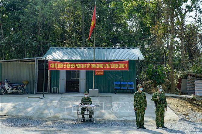 Ejército vietnamita refuerza el control en las fronteras para impedir la entrada del covid-19 - ảnh 1