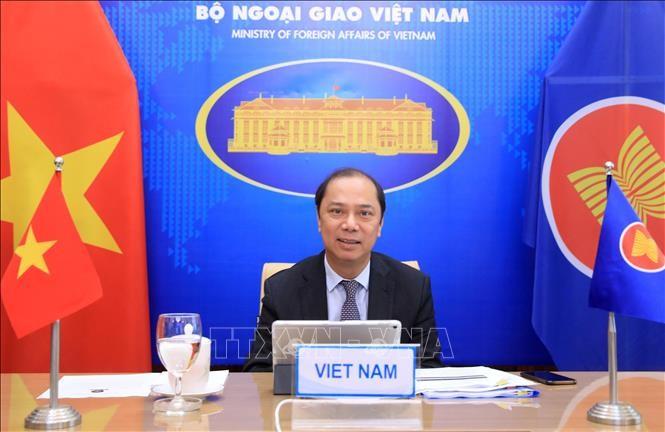 Vietnam participa en la conferencia virtual de altos funcionarios Asean-India - ảnh 1