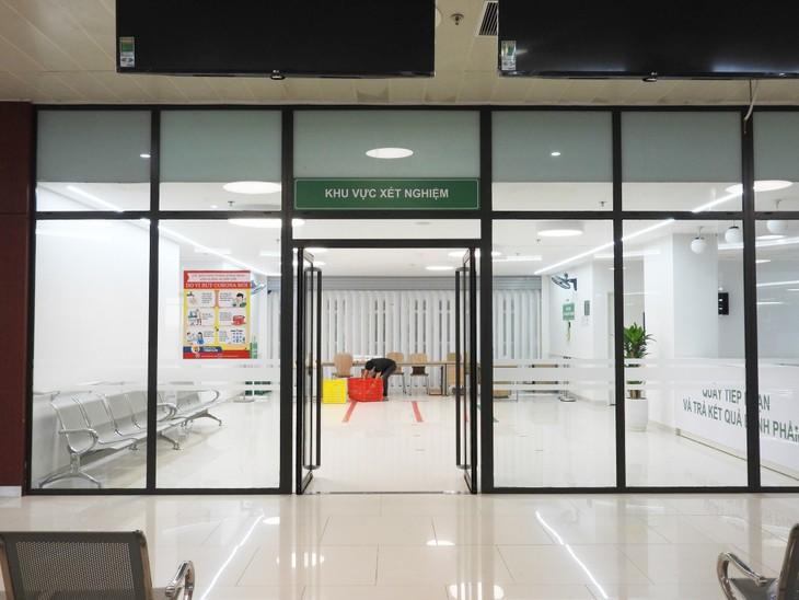 Comienza a funcionar el hospital de campaña Bach Mai en Ha Nam a fin de luchar contra el nuevo brote de covid 19 - ảnh 1