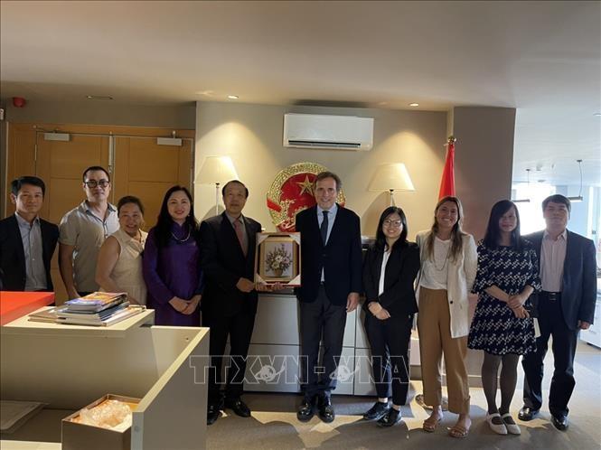 Embajada de Vietnam espera reforzar la cooperación con la Cámara de Comercio de Barcelona - ảnh 1