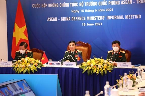Ministros de Defensa de Vietnam destaca la importancia de la cooperación Asean-China por la seguridad regional - ảnh 1