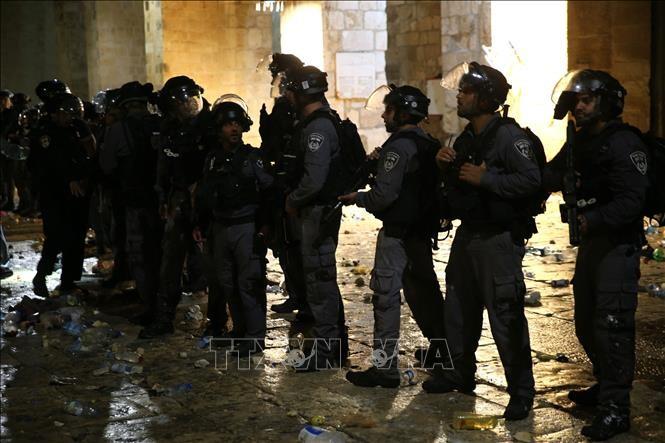Al menos 9 palestinos heridos en choques con policía en la Explanada de las Mezquitas - ảnh 1