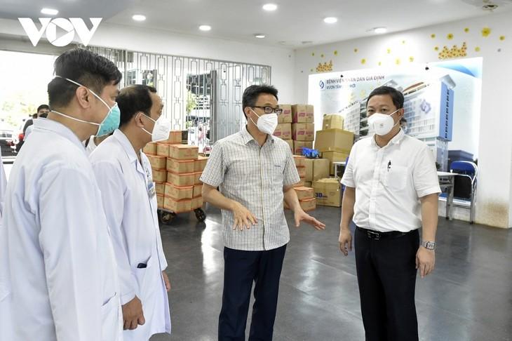Vicepremier vietnamita insta a Ciudad Ho Chi Minh a centrarse en tratar a pacientes graves de covid-19 - ảnh 1