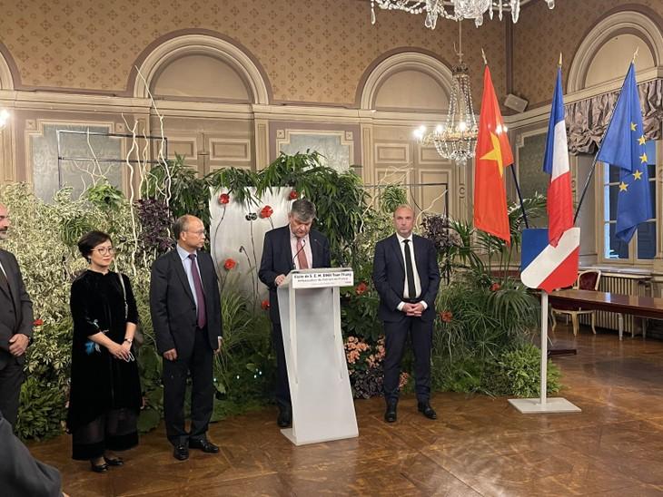 Vietnam fomenta intercambios económicos y culturales con localidades francesas - ảnh 1