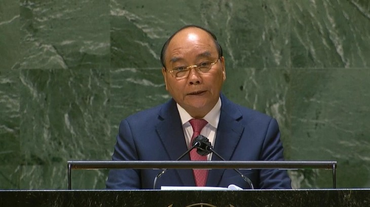 El presidente Nguyen Xuan Phuc exhorta a estrechar la cooperación internacional para vencer al covid-19 - ảnh 1