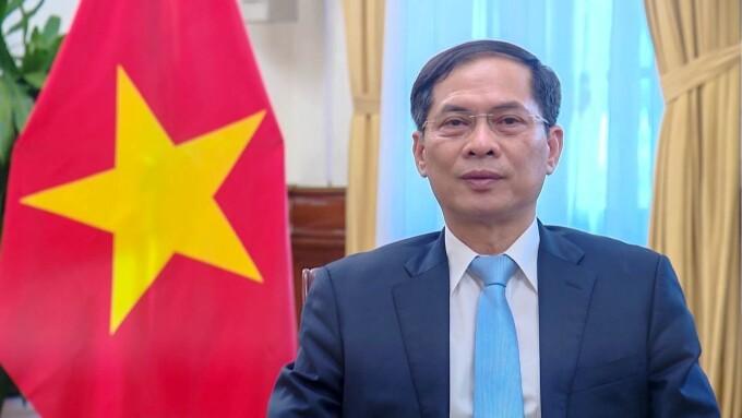 Canciller vietnamita participa en la sesión plenaria de la UNCTAD 15 - ảnh 1