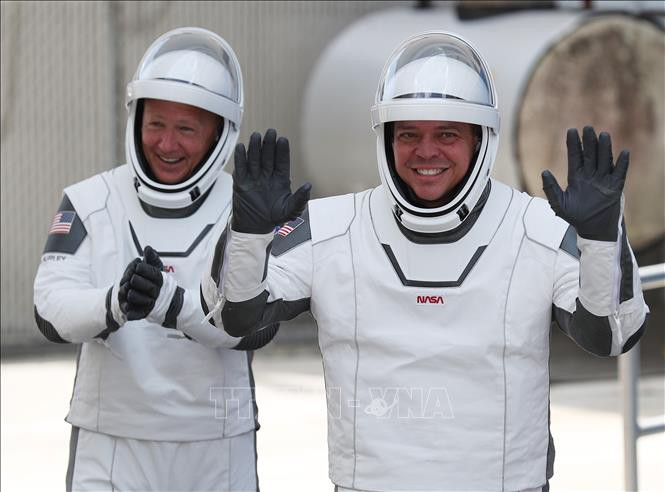 NASA astronauts cap historic 'odyssey' aboard SpaceX Crew Dragon capsule - ảnh 1