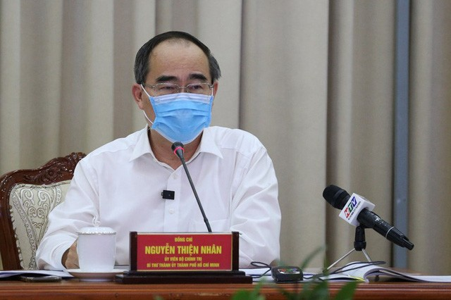 Localities intensify battle against COVID-19 - ảnh 1