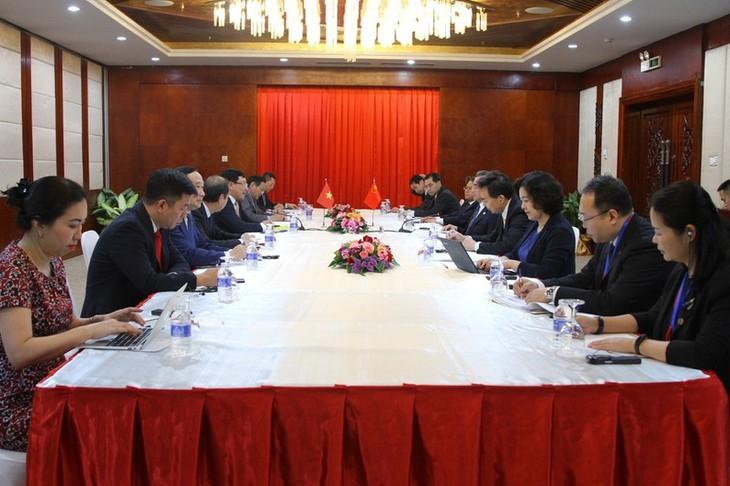 팜 빈 민 부총리 겸 외교부 장관, 중국과 라오스 외교부 장관과의 회견 - ảnh 1