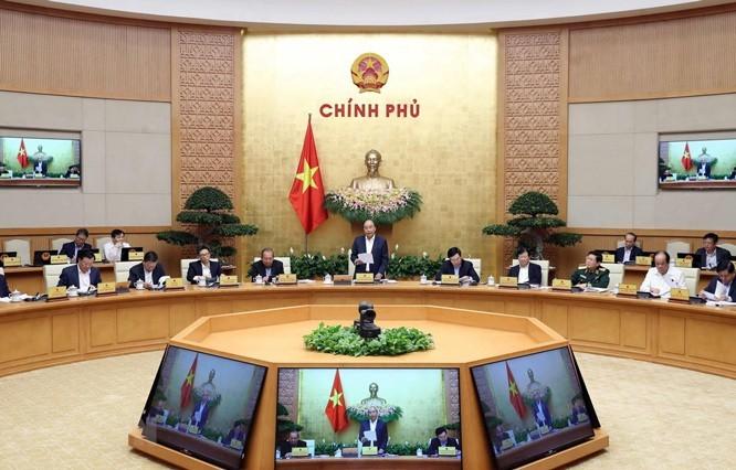 응우옌 쑤언 푹 총리: 어려운 상황에서 기본적인 경제사회 안정 유지 - ảnh 1