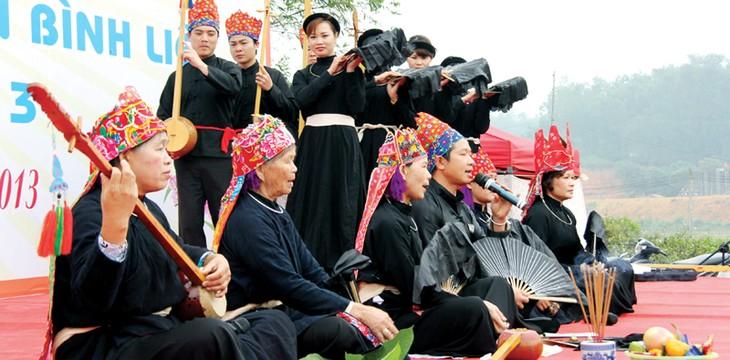 꽝닌 (Quảng Ninh)성 따이 소수민족의 전통 악기 단띤 (đàn Tính) - ảnh 1