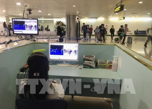 3월 25일 밤 12시부터 떤 썬 녓 공항에 외국 출발 베트남인 이동 중단 - ảnh 1