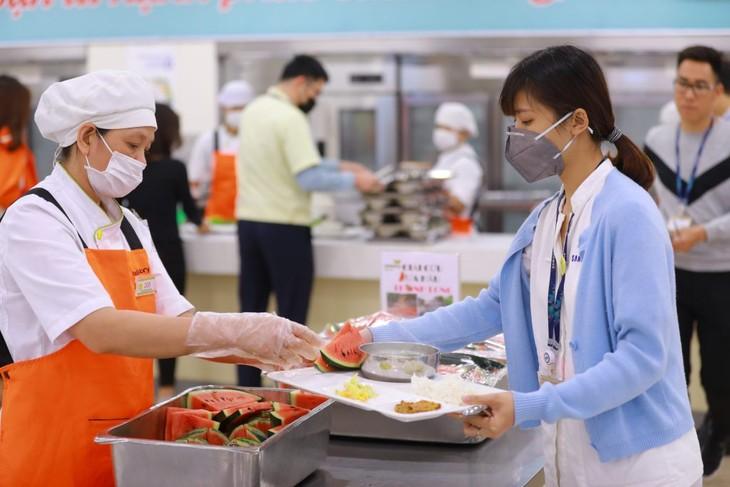 재베트남 한국 기업, 코로나 19 대응에 대한 기업의 사회적 책임을  표현  - ảnh 1