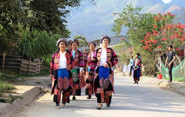 롤로 (Lô Lô) 소수민족의 분장 축제 - ảnh 1