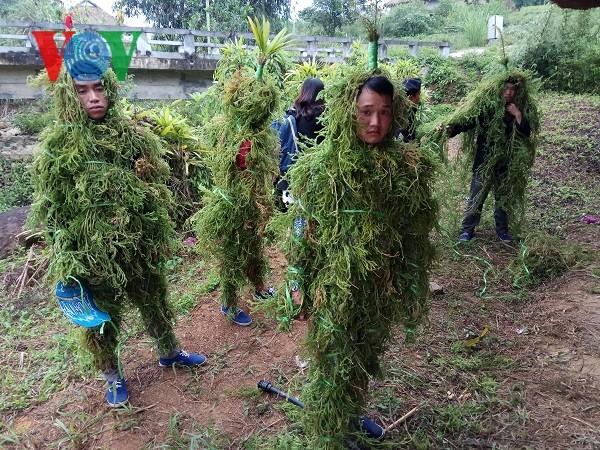 롤로 (Lô Lô) 소수민족의 분장 축제 - ảnh 2