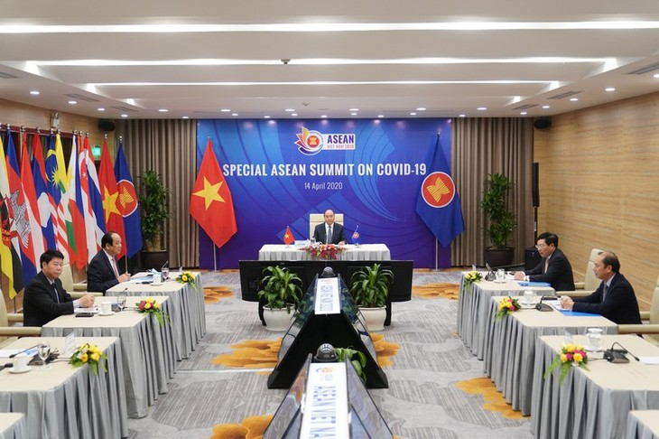 응우옌 쑤언 푹 총리 : 아세안, 코로나19 대응에 대한 단결과 결단 표명 - ảnh 1