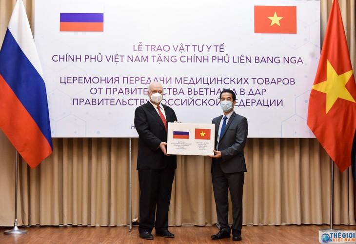 베트남, 러시아에게  코로나 19 방역 의료물자 선물 - ảnh 1